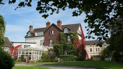 Pianist for Manor House Hotel Guildford | Simon Grand